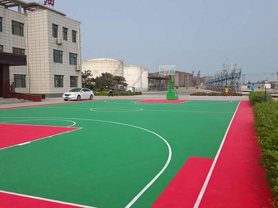 兰星石油篮球场