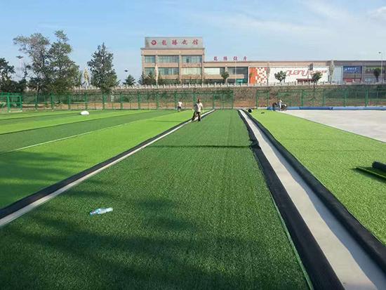 足球场草坪接缝铺装