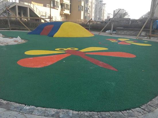 辽阳龙泽国际花园塑胶场地 (2)
